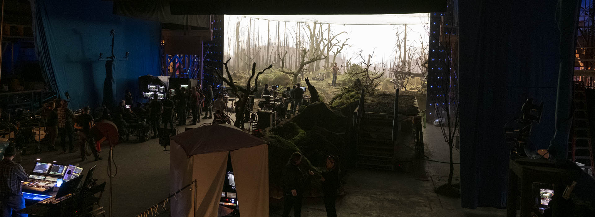 A behind the scenes image from season 2 of The Mandalorian